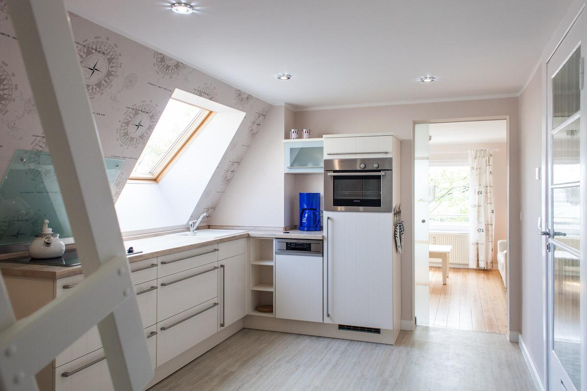moderne Einbauküche mit allem Komfort