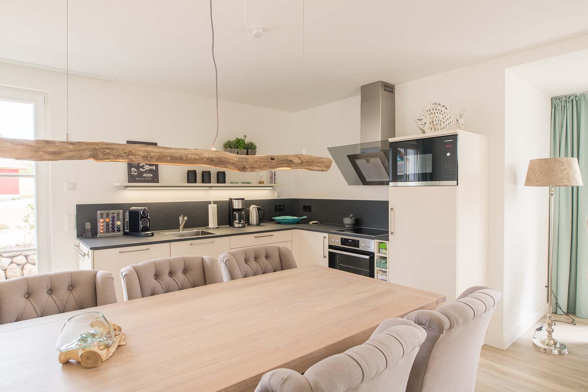 Küche mit gemütlichem Essplatz für gemeinsame Stunden